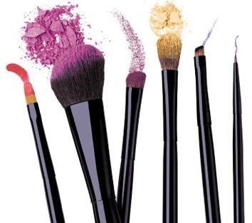 Skup profesionalnih četkica za make-up.