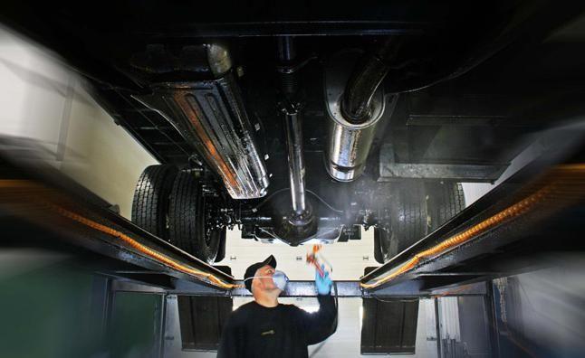 Обработка днища автомобиля: отзывы, цены. Обработка днища автомобиля своими руками