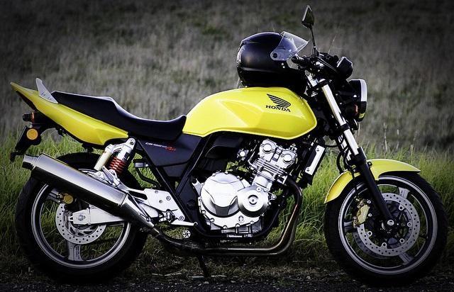 Pregledajte Honda CB400SF - univerzalni, pretenciozni i lijepi bicikl