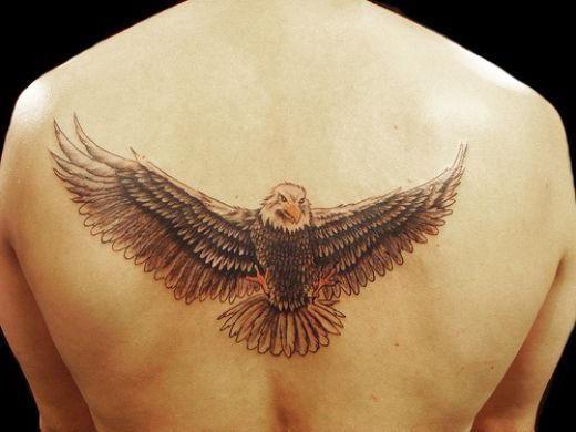tetovaža orao na leđima
