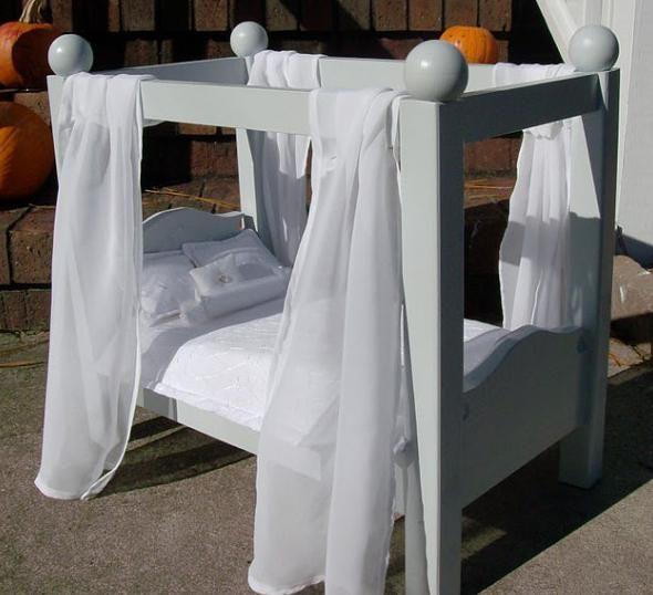 krevet s baldahinom za lutke