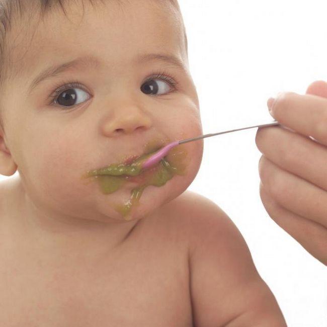 dijete mnogo lezi nakon hranjenja
