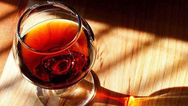 zašto nakon pijenja alkohola crvena osoba