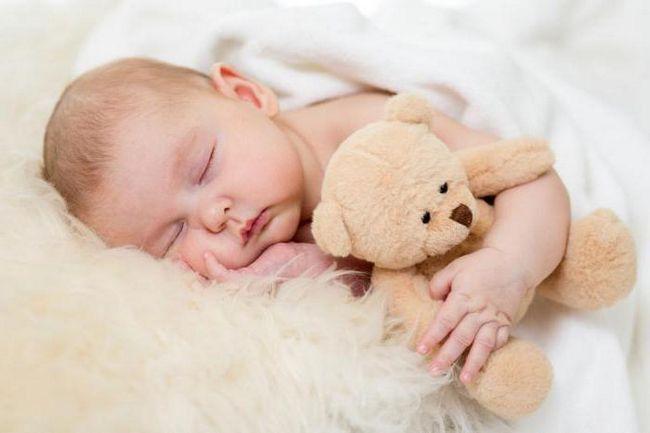 mjesec dana beba ne spava cijeli dan