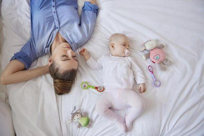 2-mjesečna beba ne spava cijeli dan
