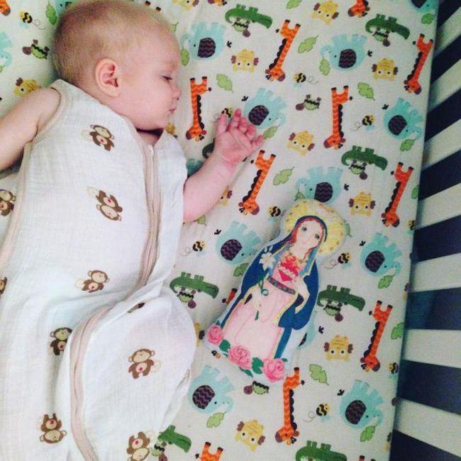 mjesec dana beba ne spava cijeli dan i noć