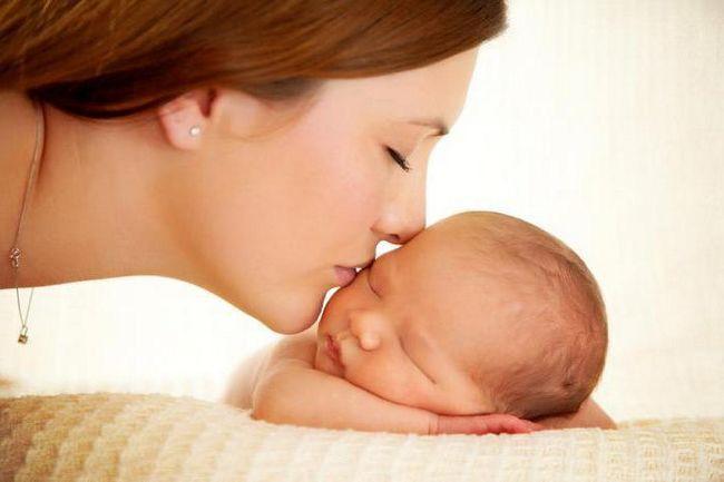 Čestitke mami s novorođenim dječakom