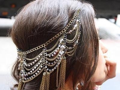 Svjetlo frizure s tekućom kosom