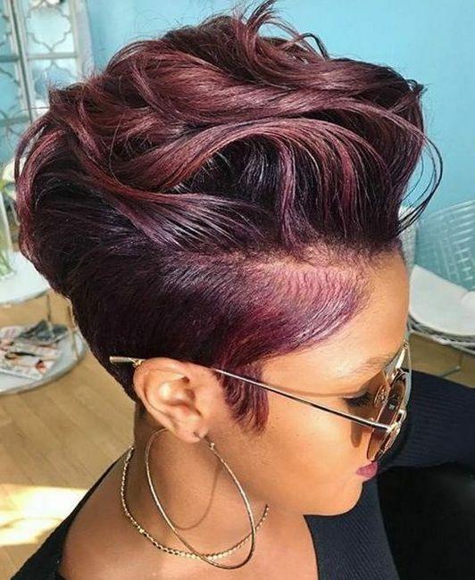 Kratka frizura s bočnim dijeljenjem