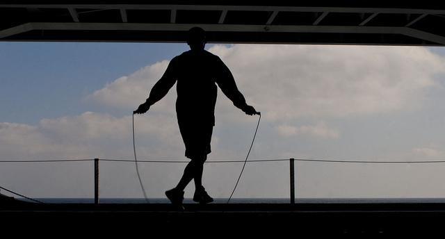 Прыжки на скакалке: какие мышцы работают больше всего? Какие мышцы качаются при прыжках на скакалке