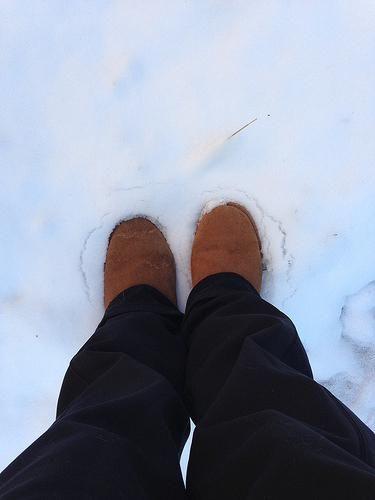 zašto se snijeg izbacuje u bjelinu i škripi se pod nogama