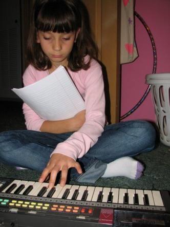 glazbeni synthesizer za djecu