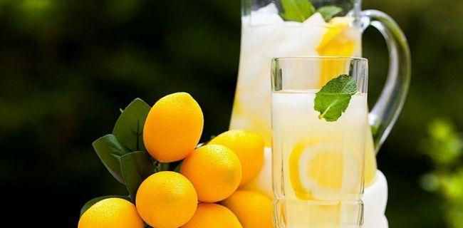 mineralnu vodu i voće