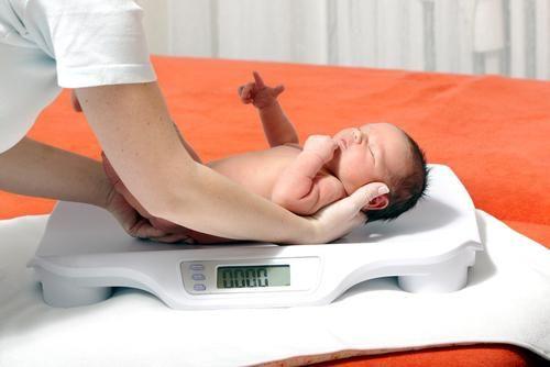 koliko treba dijete dobiti u prvom mjesecu