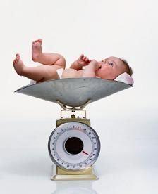 Koliko težine novorođenčad treba staviti na težinu