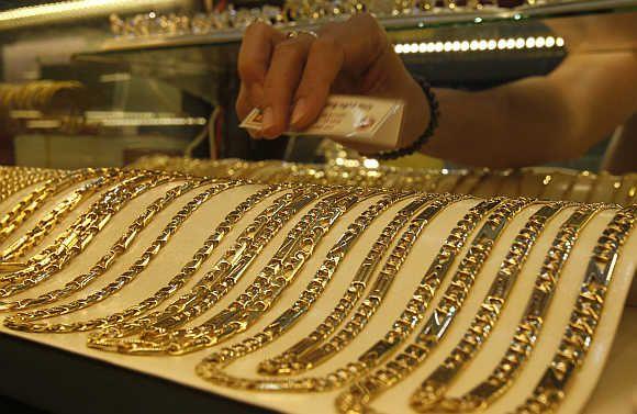 Koliko gram od zlata uzorkuje 585 u zalagaonici, banci i trgovini?