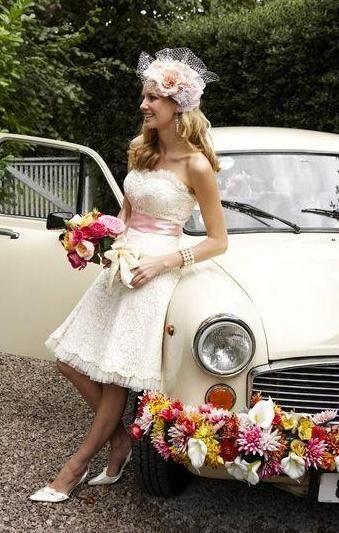 lijep ukras automobila za vjenčanje