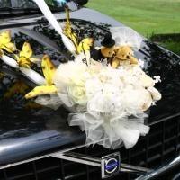 ukras crnog automobila za vjenčanje