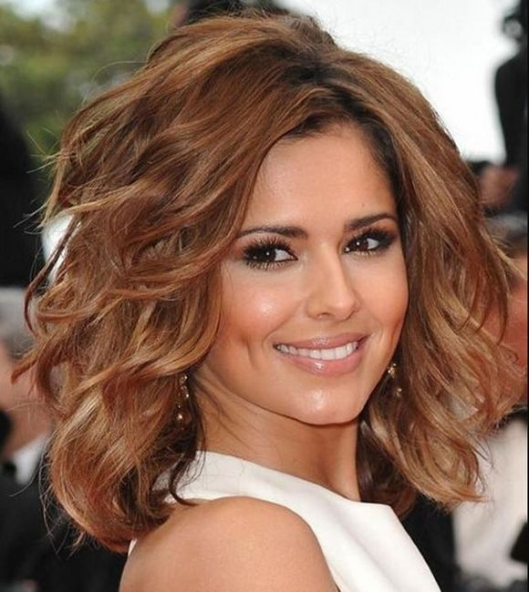frizura za kovrčavu kosu srednje dužine