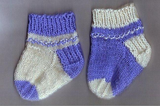 čarape za novorođenčad s iglom za pletenje