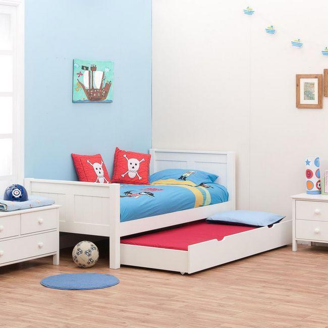 klasični krevet s ladicama