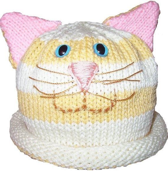 mačka šešira s iglama za pletenje
