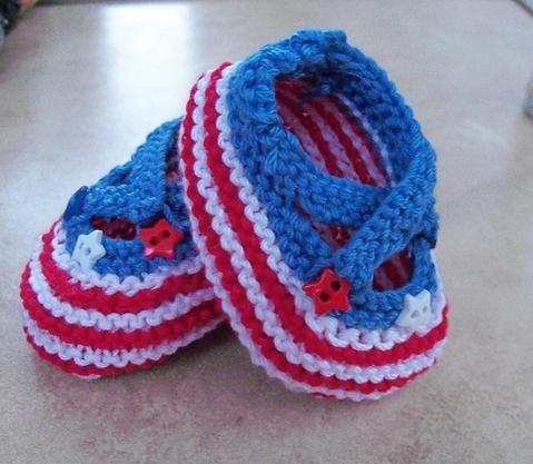 pleteni pineti za novorođenče s iglama za pletenje