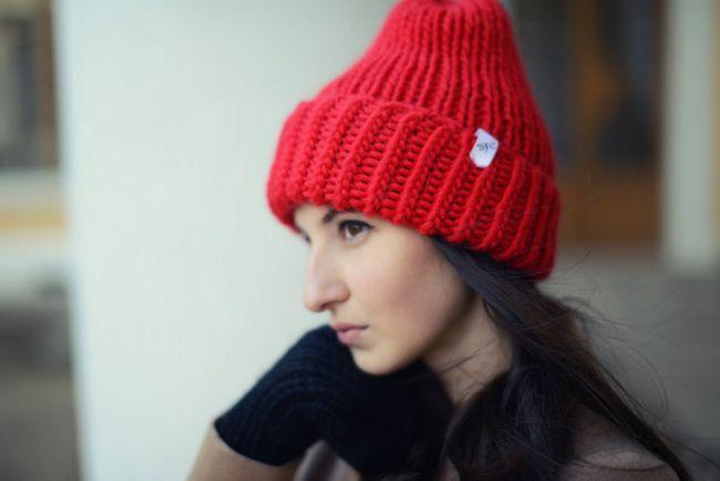 Pletemo šešir s iglama za pletenje: modele, fotografiju, opis rada