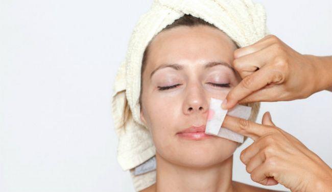Kako koristiti voska trake za lice