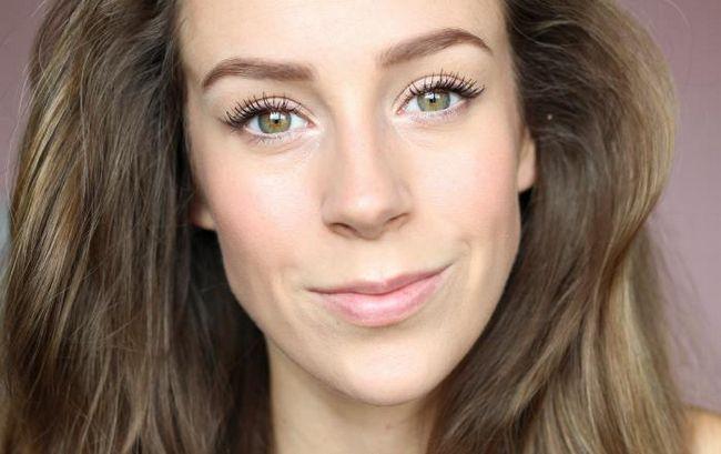 make-up s vrhnjem