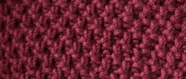 veliki biserni uzorak s iglama za pletenje