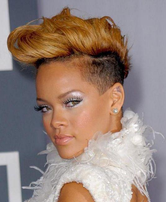 model frizura na kratkoj kosi fotografija