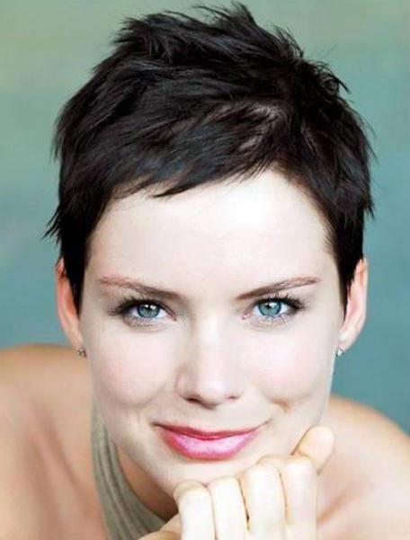 ženski model frizure za kratku kosu