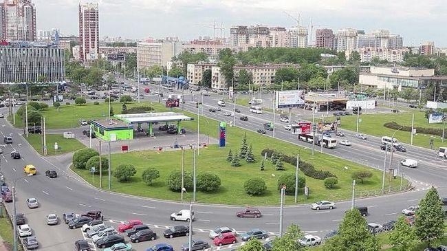 Poznanstvo s Sankt Peterburg: Ustavni trg